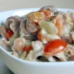 Pasta tomati-koorekastmes